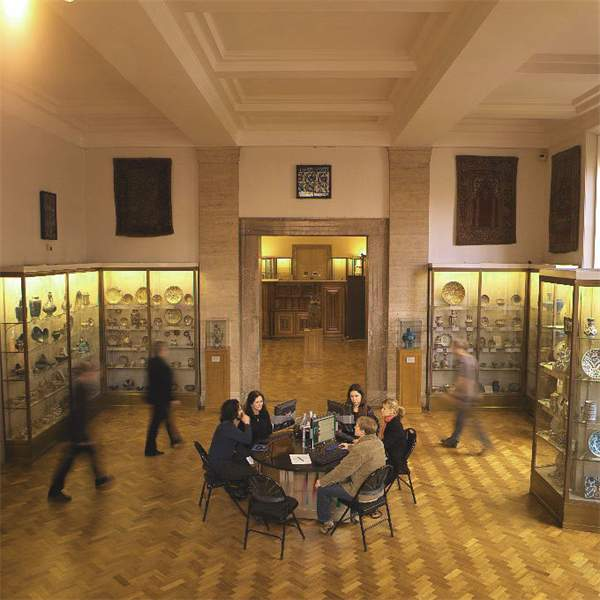 Gallery 33 - The Arts of the Near East, The Fitzwilliam Museum, Cambridge © The Fitzwilliam Museum