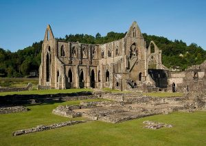 Tintern_Abbey_and_Courtyard