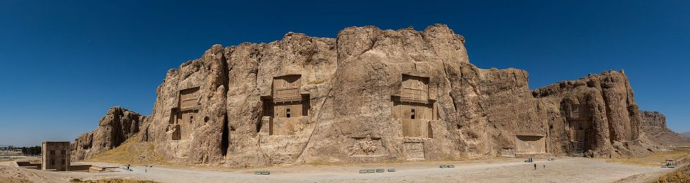 Naghsh-e_rostam,_Irán,_2016-09-24,_DD_20-24_PAN.jpg